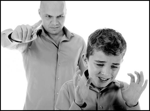 Родитель мордует ребёнка 7