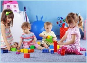 Дети с кубиками