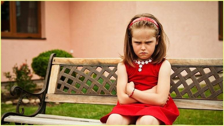 Фото с сердитой девочкой