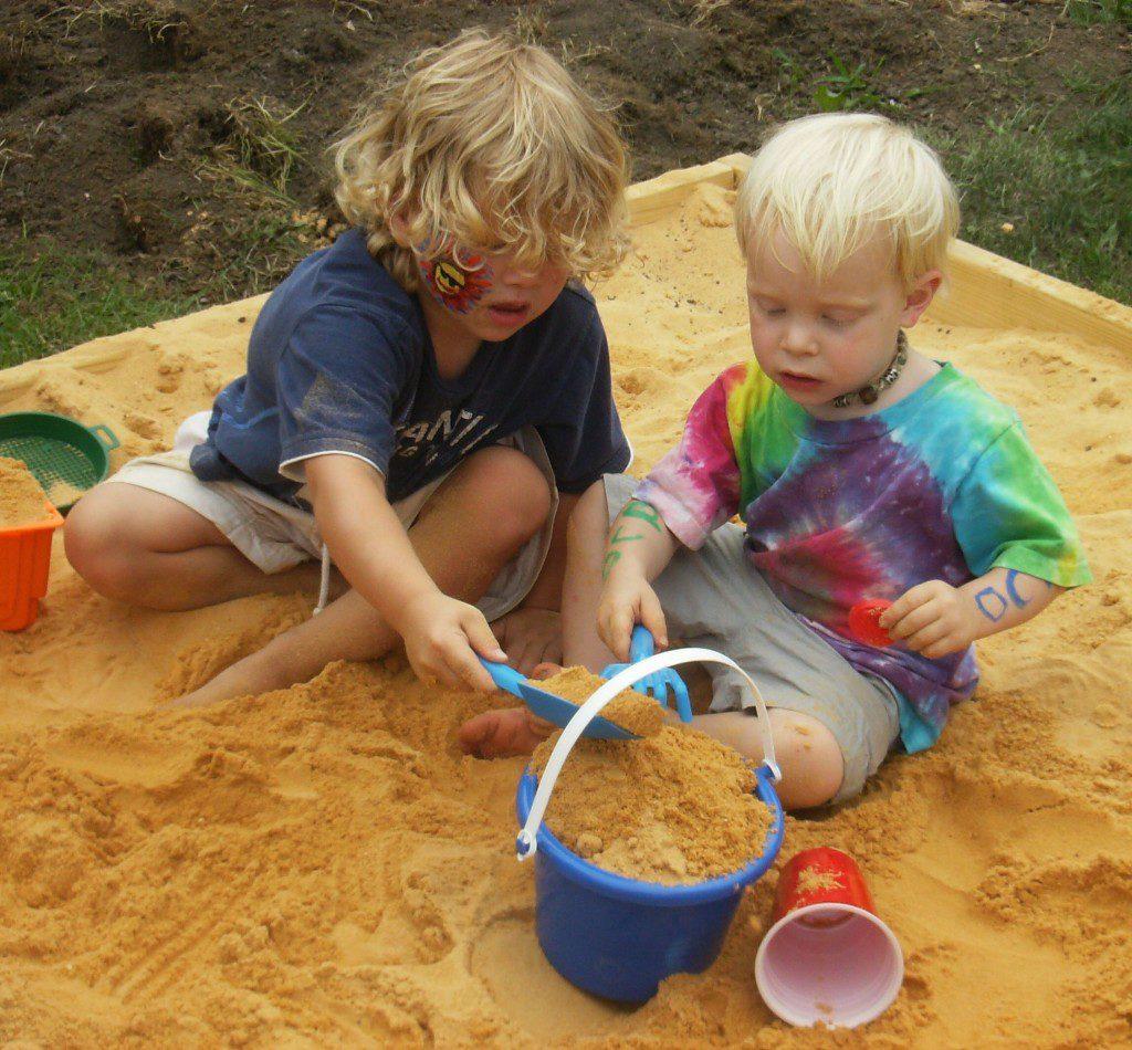 Как приятно играть со свежим песочком