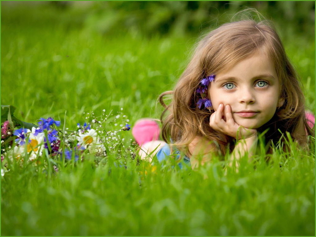Девочка мечтает