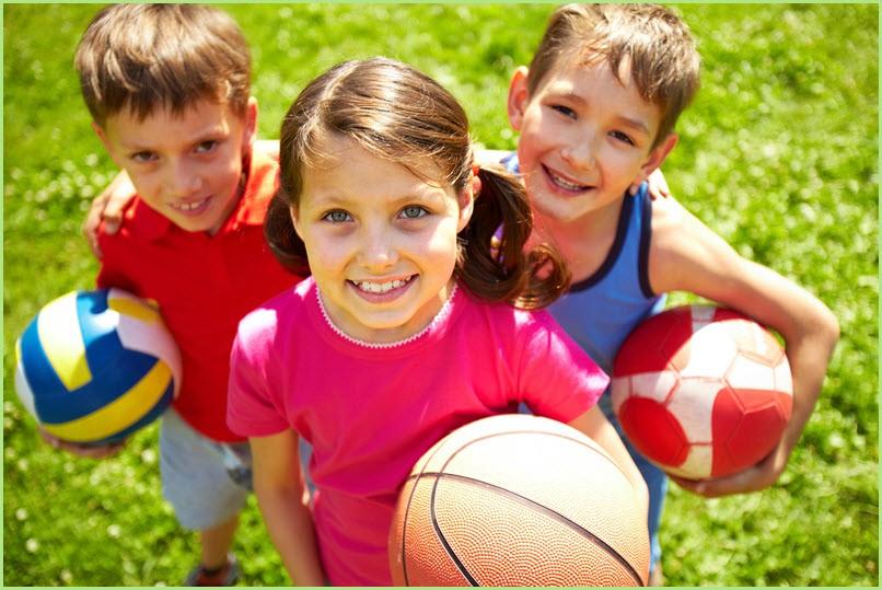 Фото детей с мячами