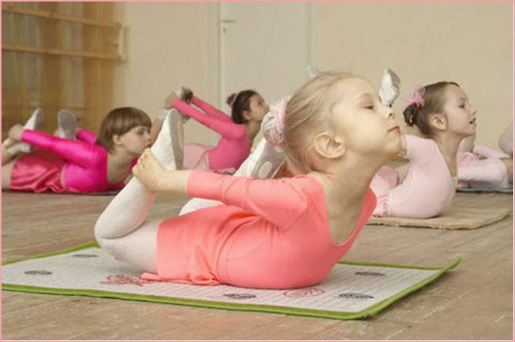 Юные гимнастки на занятиях
