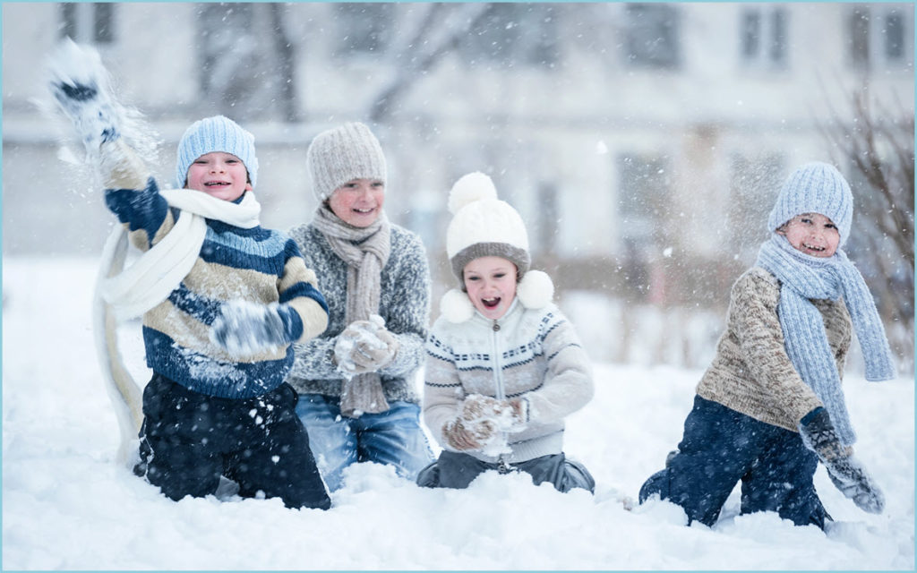 Дружно играем в снежки