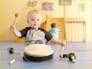 Ребёнок и барабан