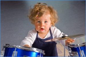 У мальчика настоящий барабан