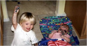 Мальчик с сестрёнкой