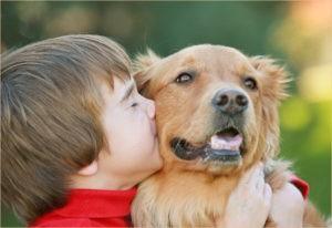 Мальчуган с собакой