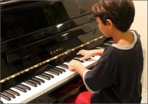 Как мальчика учат музыке