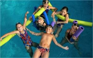 Хорошо детям в бассейне