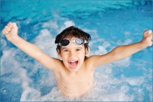 Нравится мальчику плавать