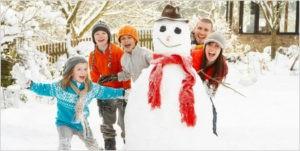 Дети слепили снеговика