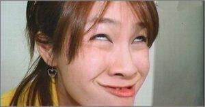 Смешное лицо девушки