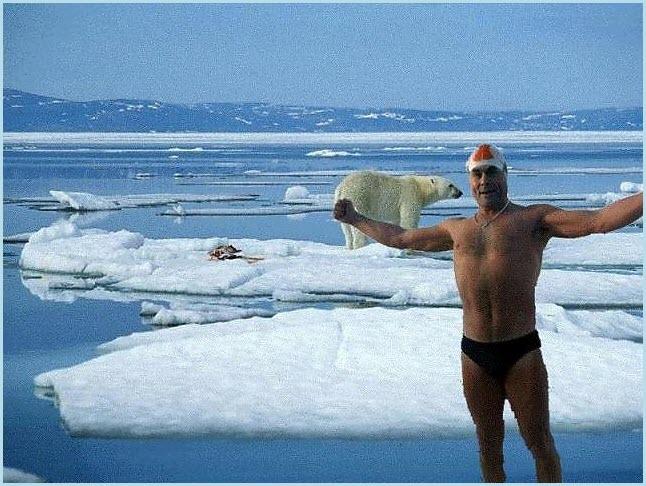 Мужчина на снегу