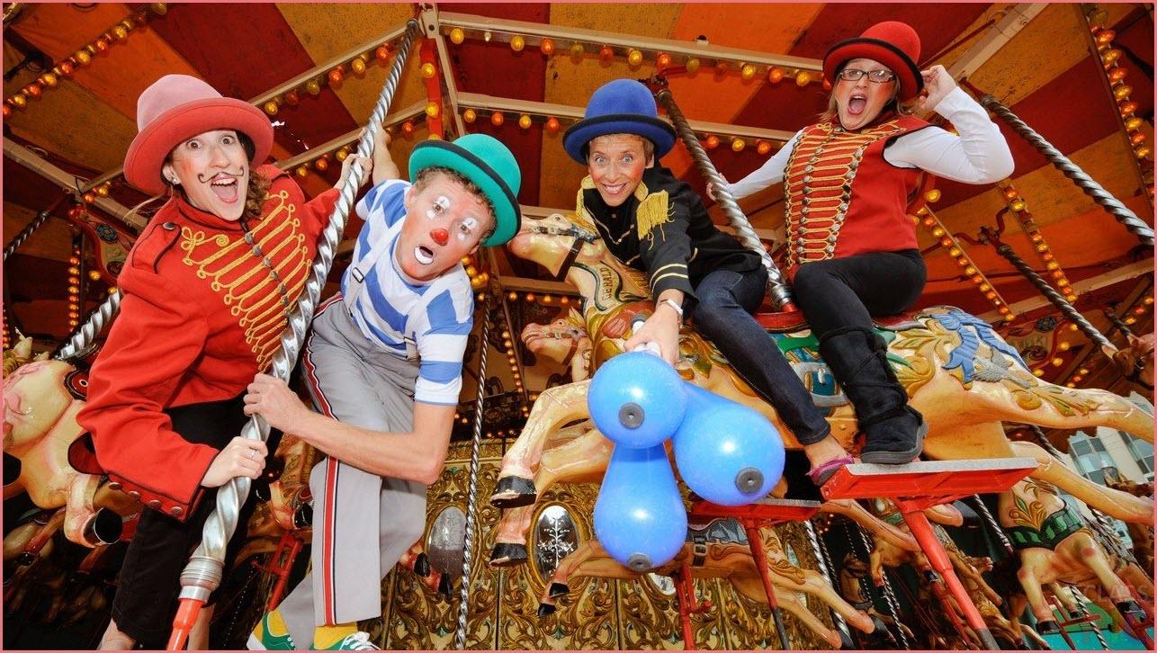 Клоуны в цирке