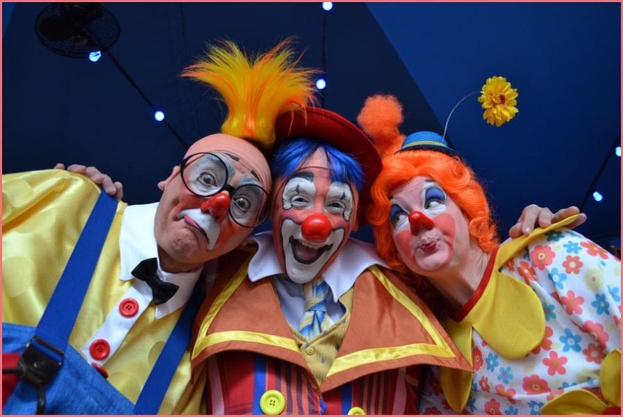Три клоуна