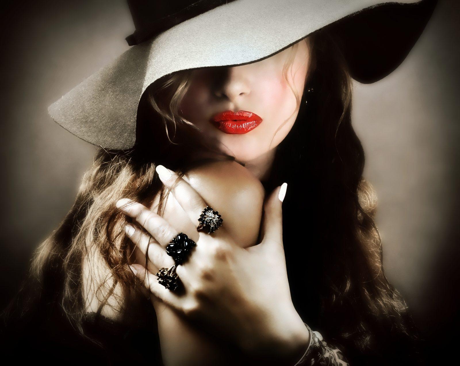 Девушка в шляпе на аву