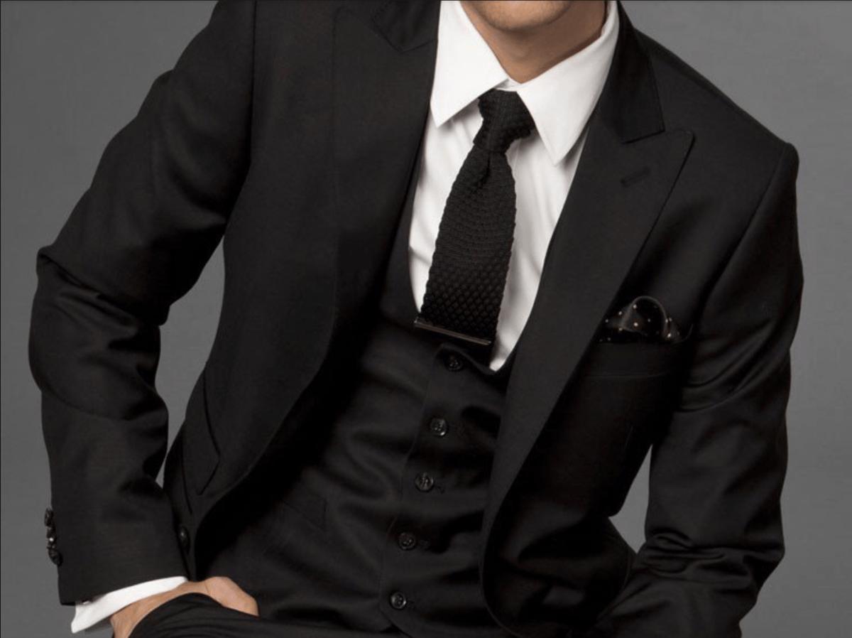 Парень без лица в галстуке