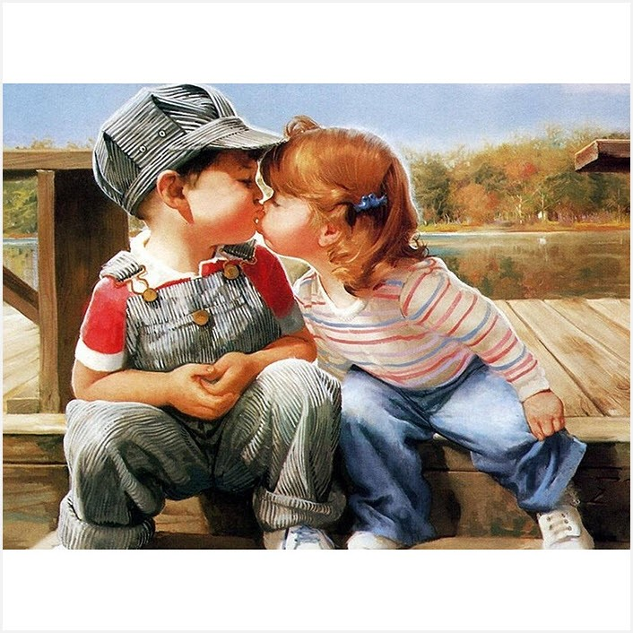Дети целуются