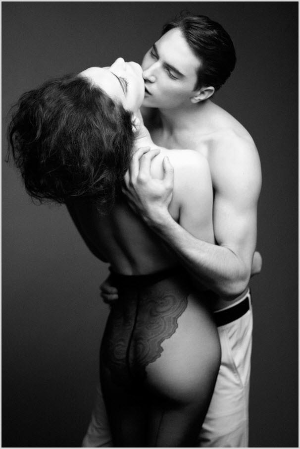 Страстный сексуальный поцелуй