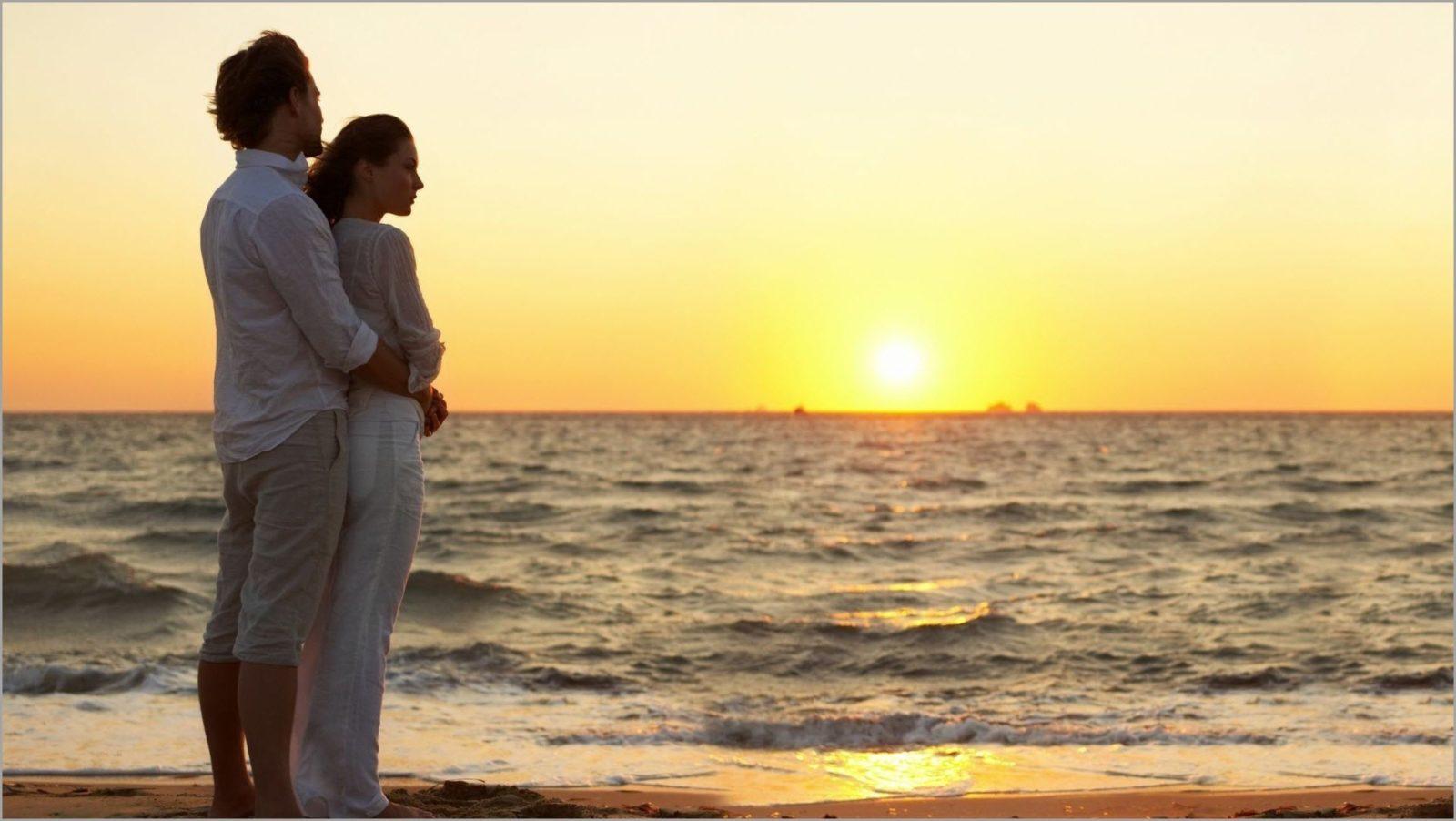 влюблённые на море