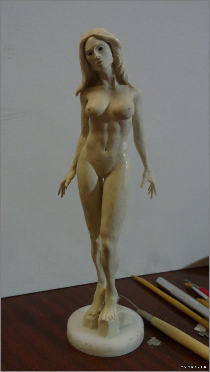 женская фигура из пластилина