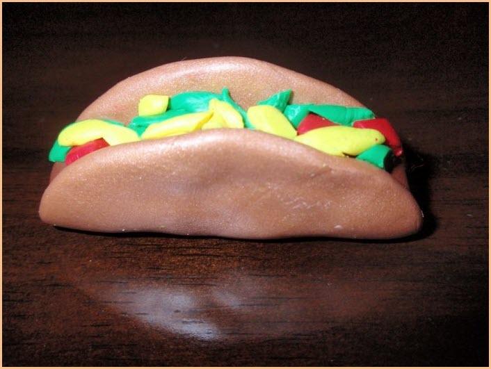 бутерброд из пластилина