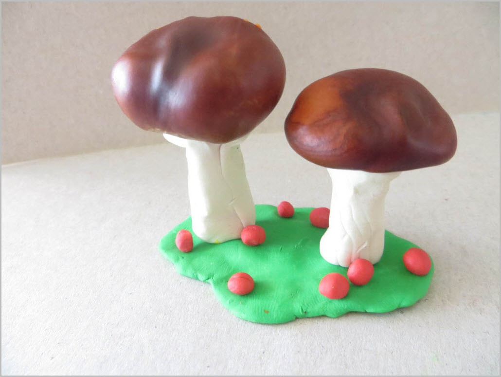 грибы из пластилина