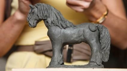 лошадь из пластилина 22