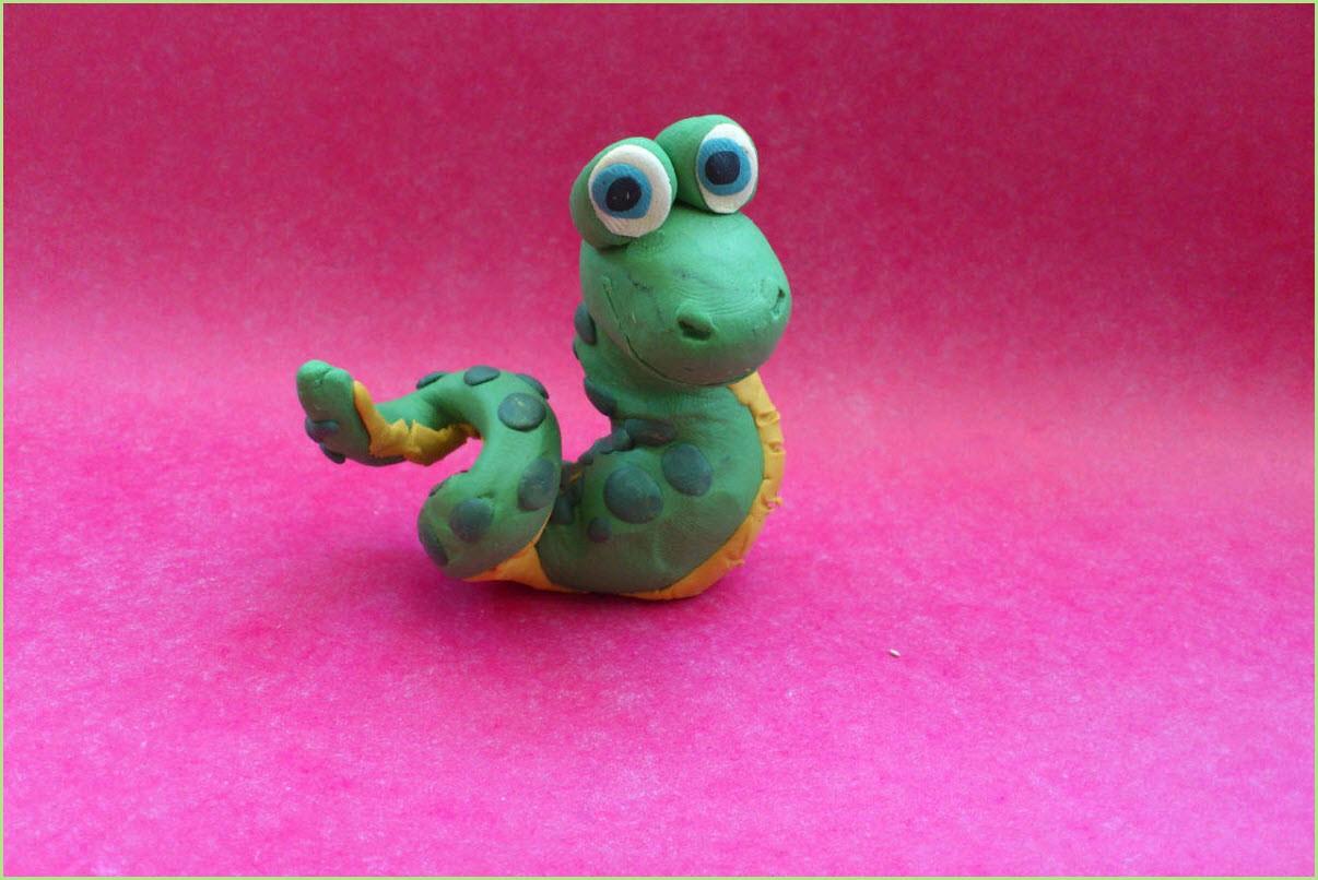 змея из пластилина