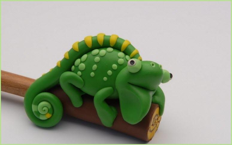 хамелеон из пластилина