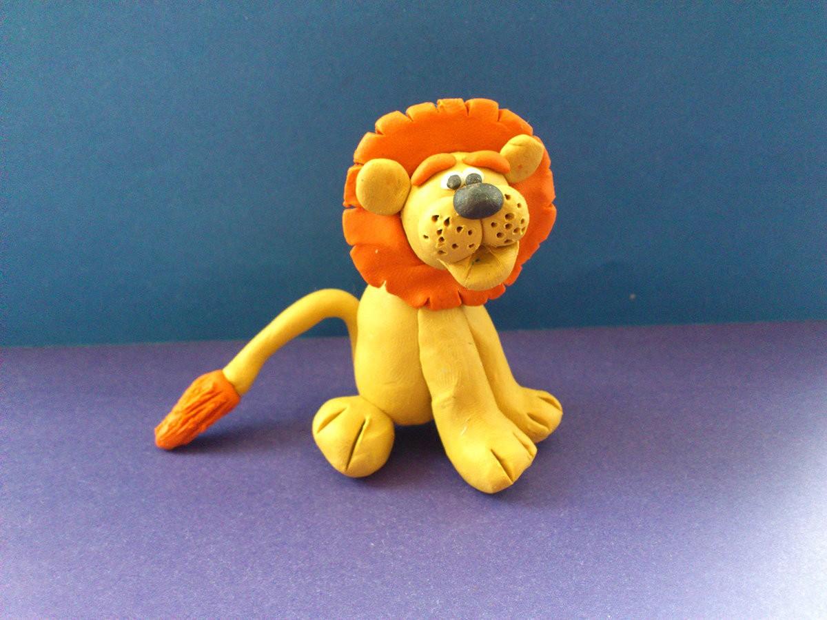 лев из пластилина