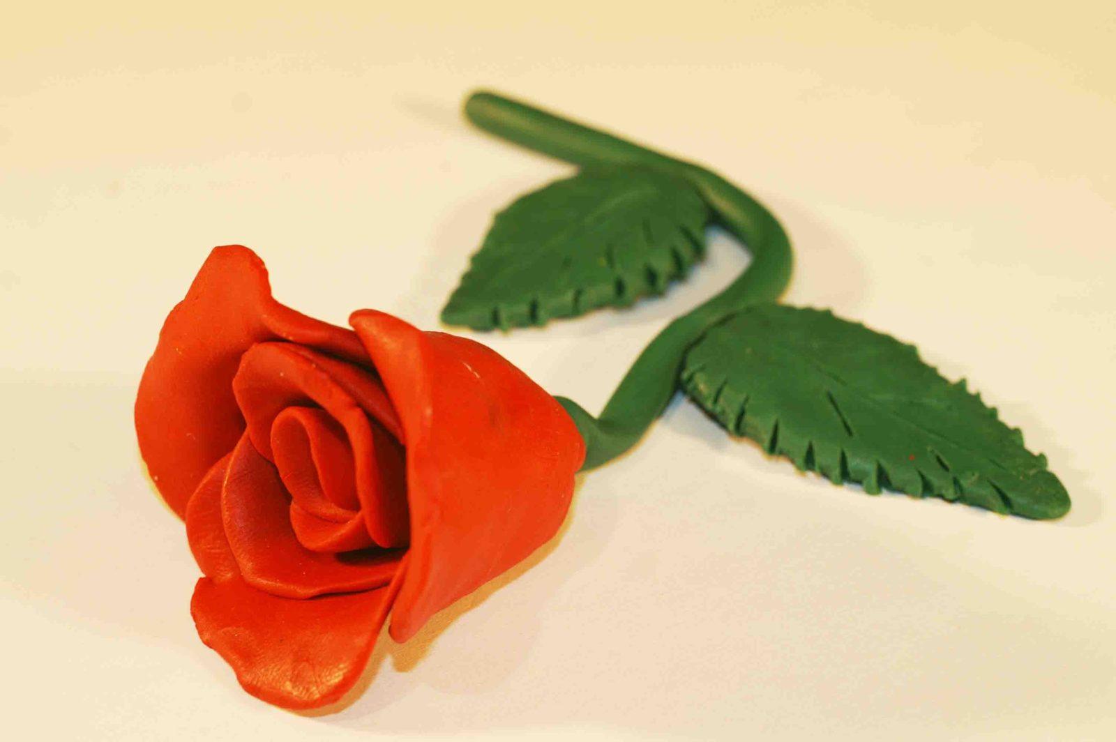 Из пластилина роза