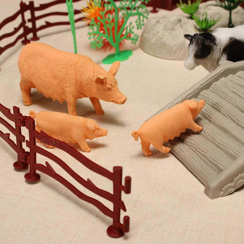 свиньи во дворе