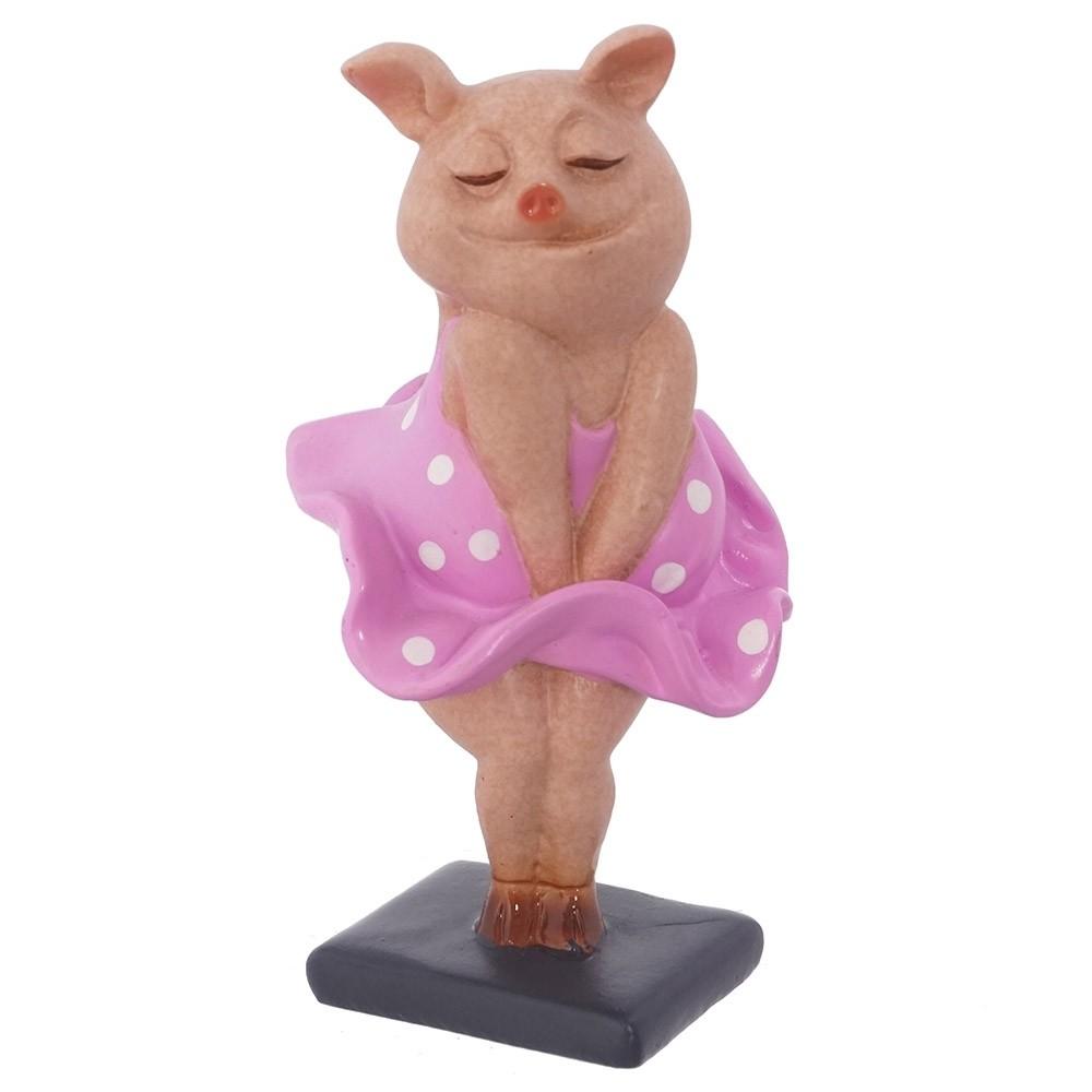свинка в платье