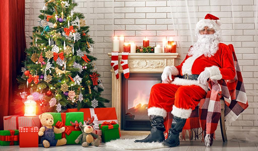 Дед Мороз у ёлки