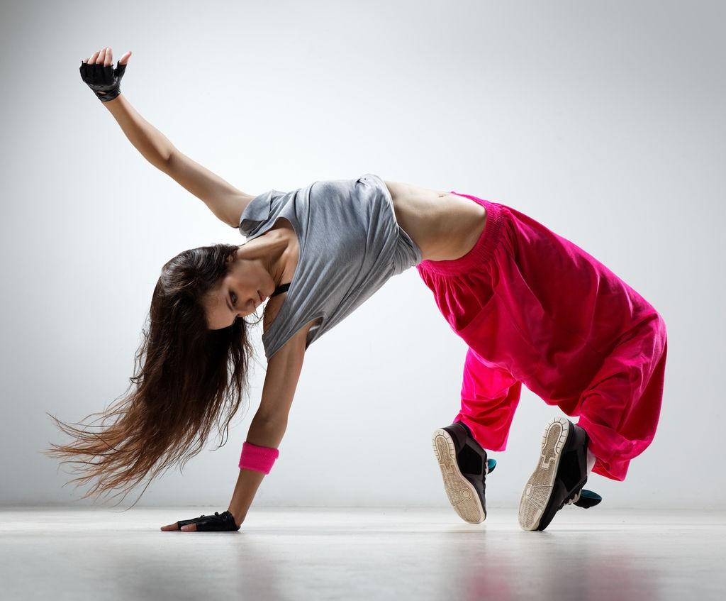 Крутой танец девушки