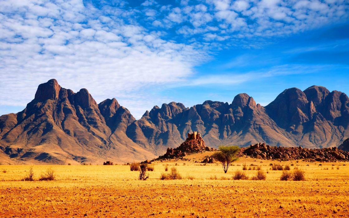 горы в пустыне