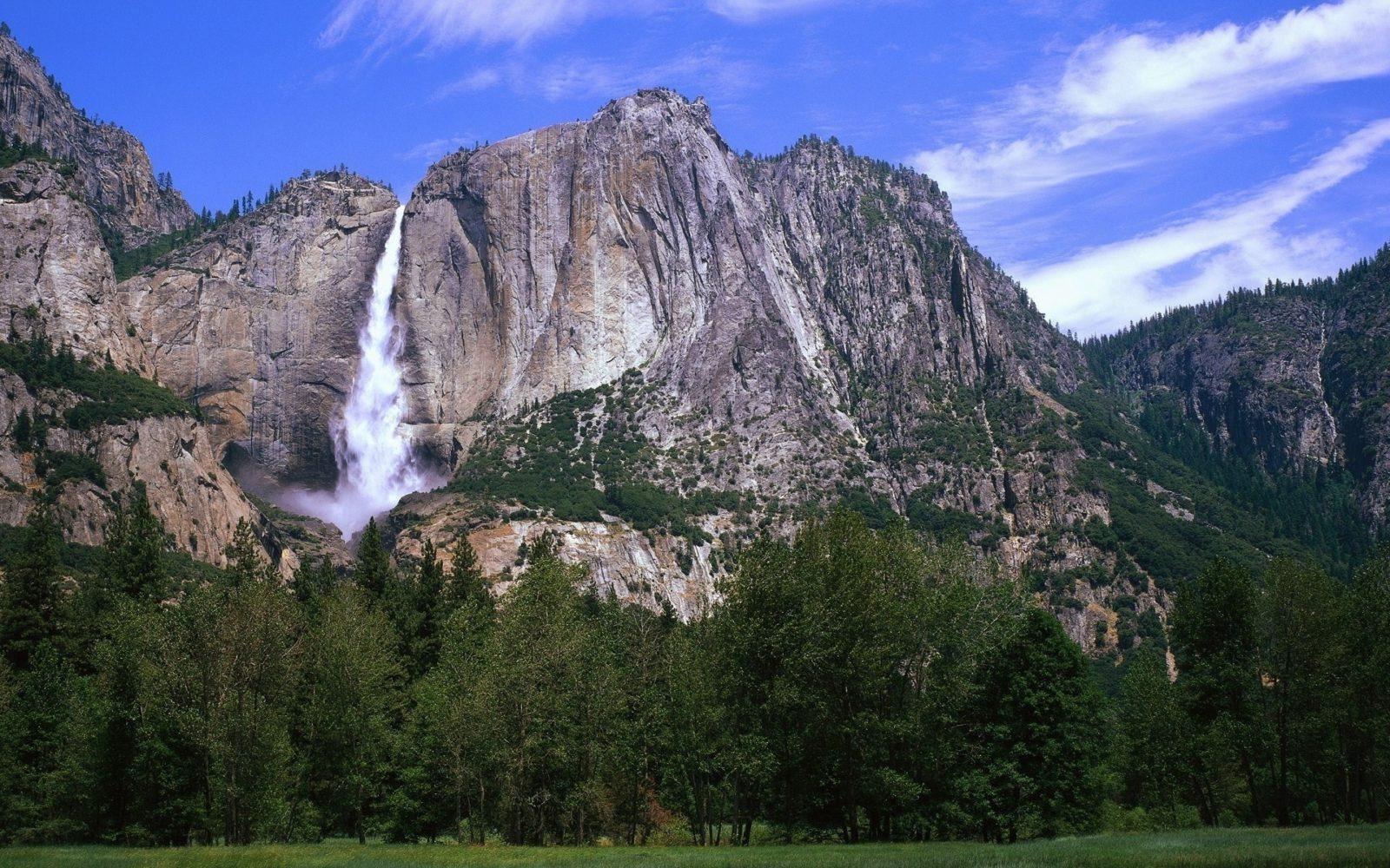 горы с водопадом 12