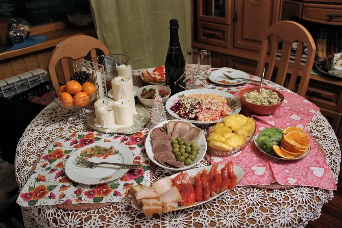 стол с едой 28