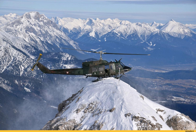 Вертолёт в горах
