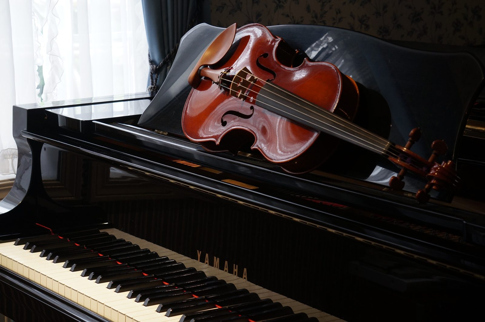 пианино и скрипка