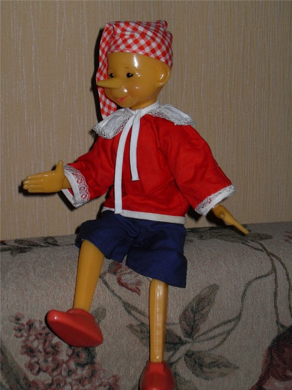 пластмассовая кукла Буратино