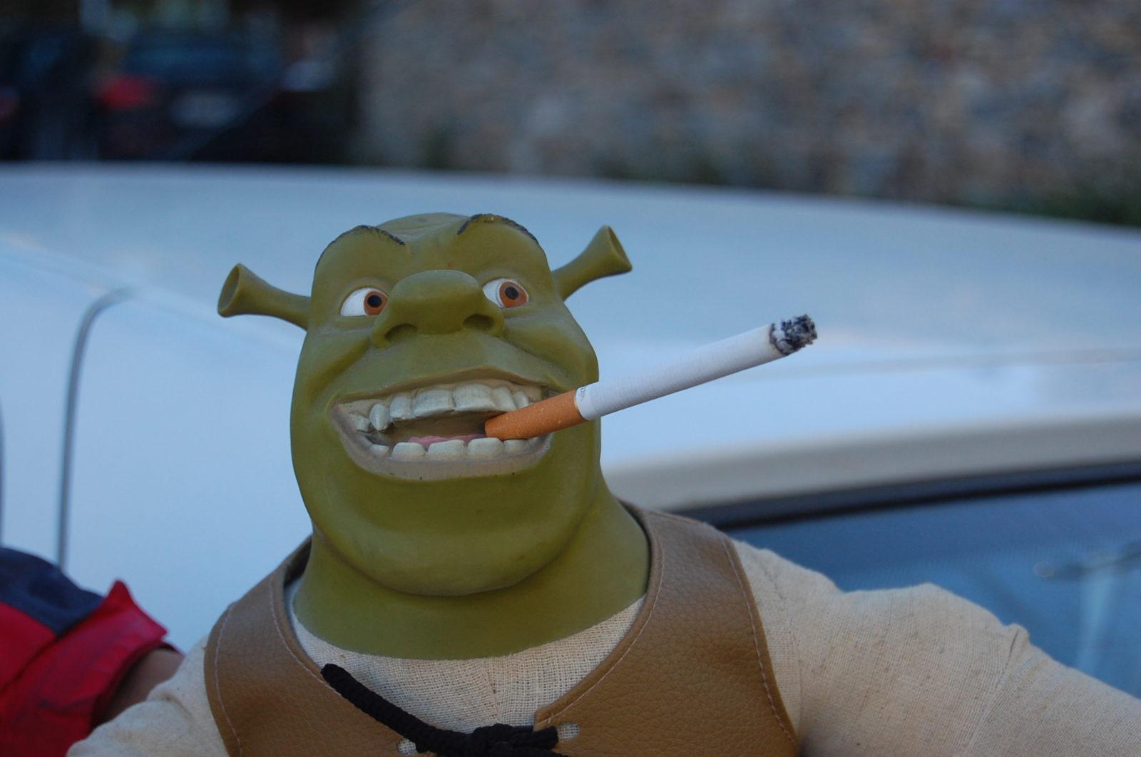 Шрек с сигаретой