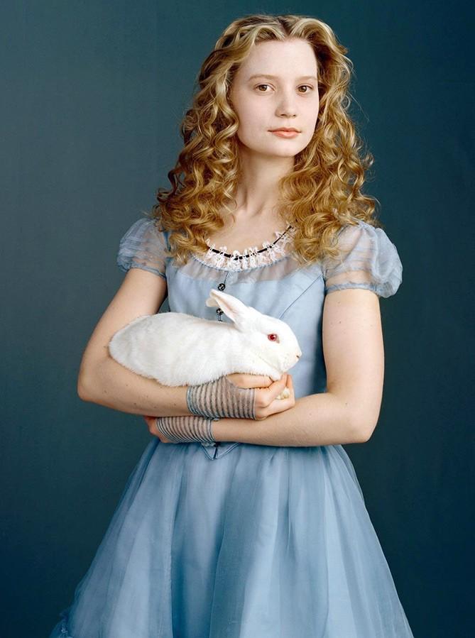 Алиса с кроликом 7