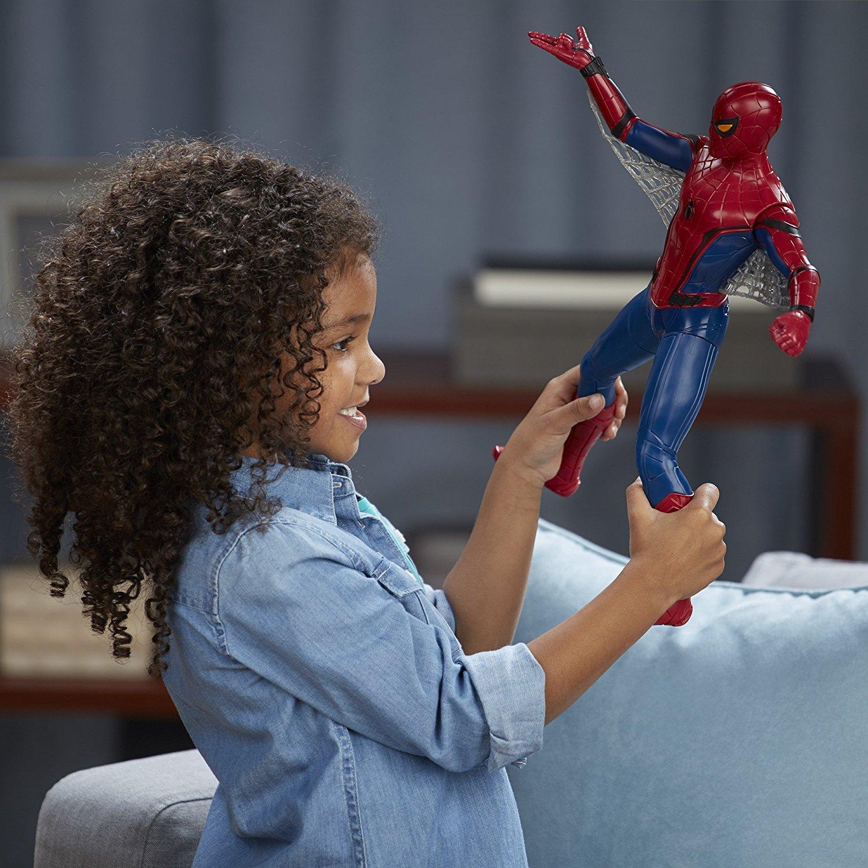 Игрушка Человек-паук в руках