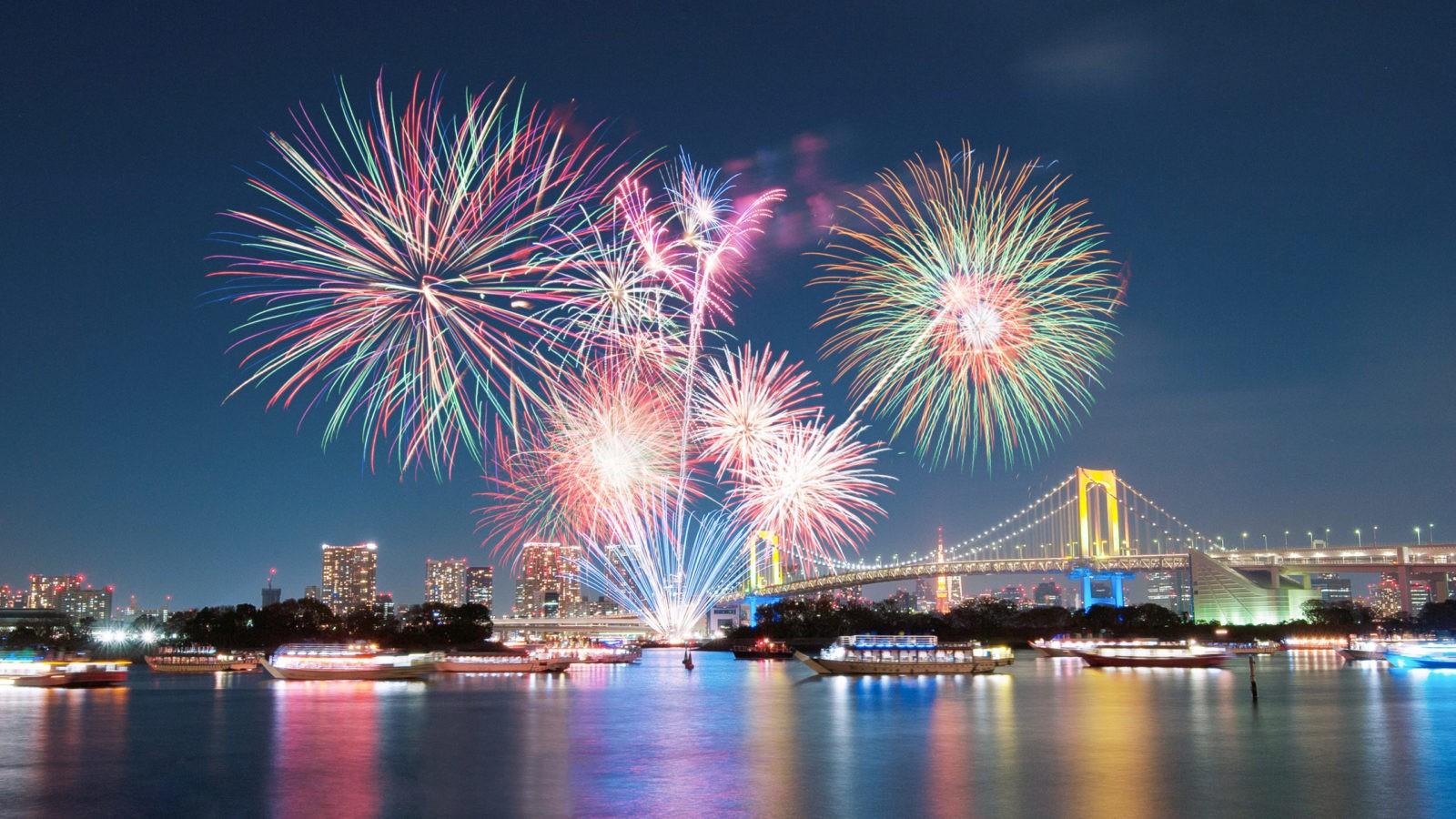 В Фестиваль фейерверков в Токио