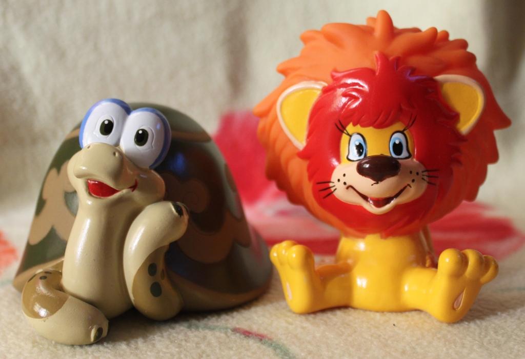 игрушки львёнок и черепаха